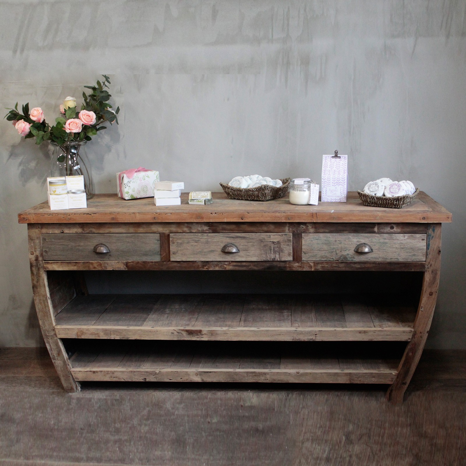 upcycled wood centrepiece table