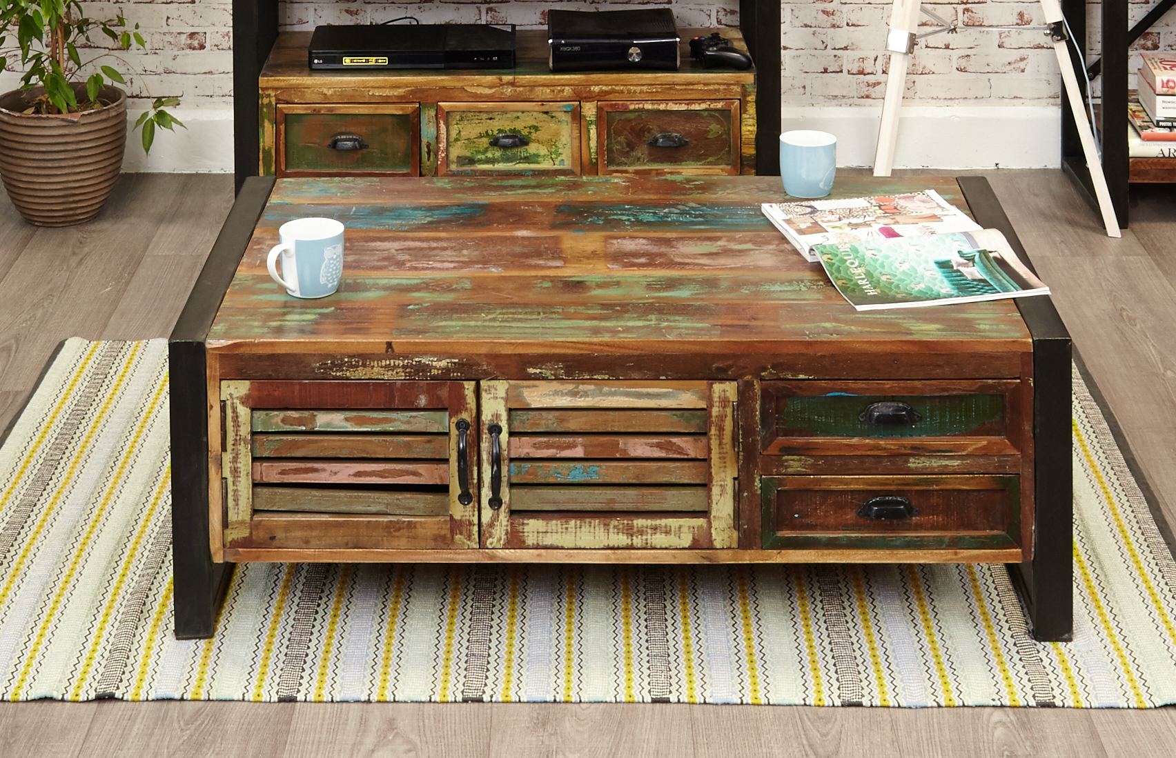 large coffee table with 4 doors and 4 drawers